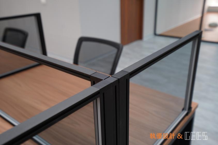 黑框灰玻璃桌屏